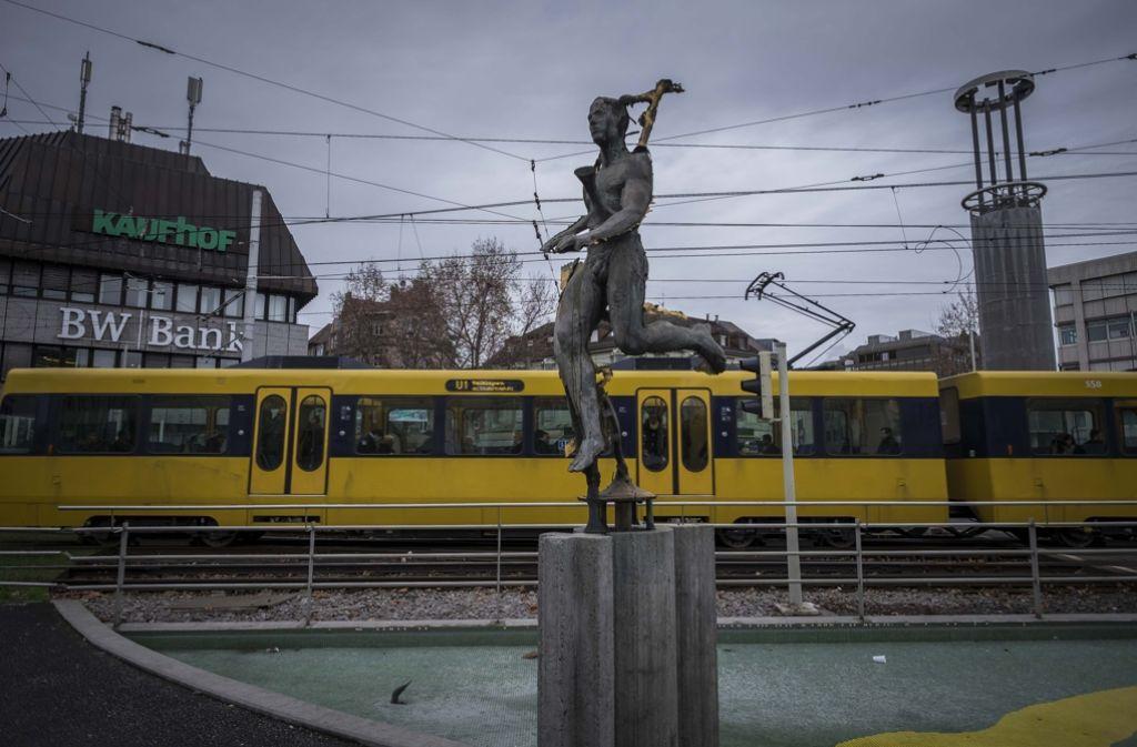 Zwischen Wilhelmsplatz und Pragsattel verkehrt anstatt der Stadtbahnlinie U13 ein Ersatzbus. Foto: Lichtgut/Max Kovalenko