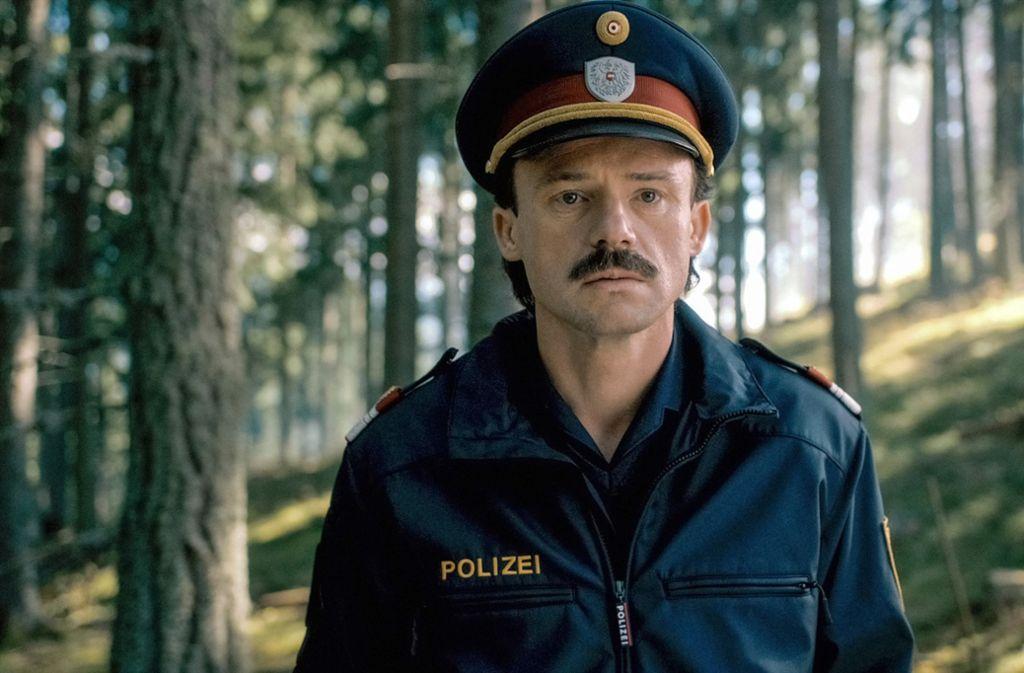 Der Dorfpolizist Hannes Muck (Gerhard Liebmann) steht bedröppelt vor einem echthen Verbrechen. Foto: ZDF