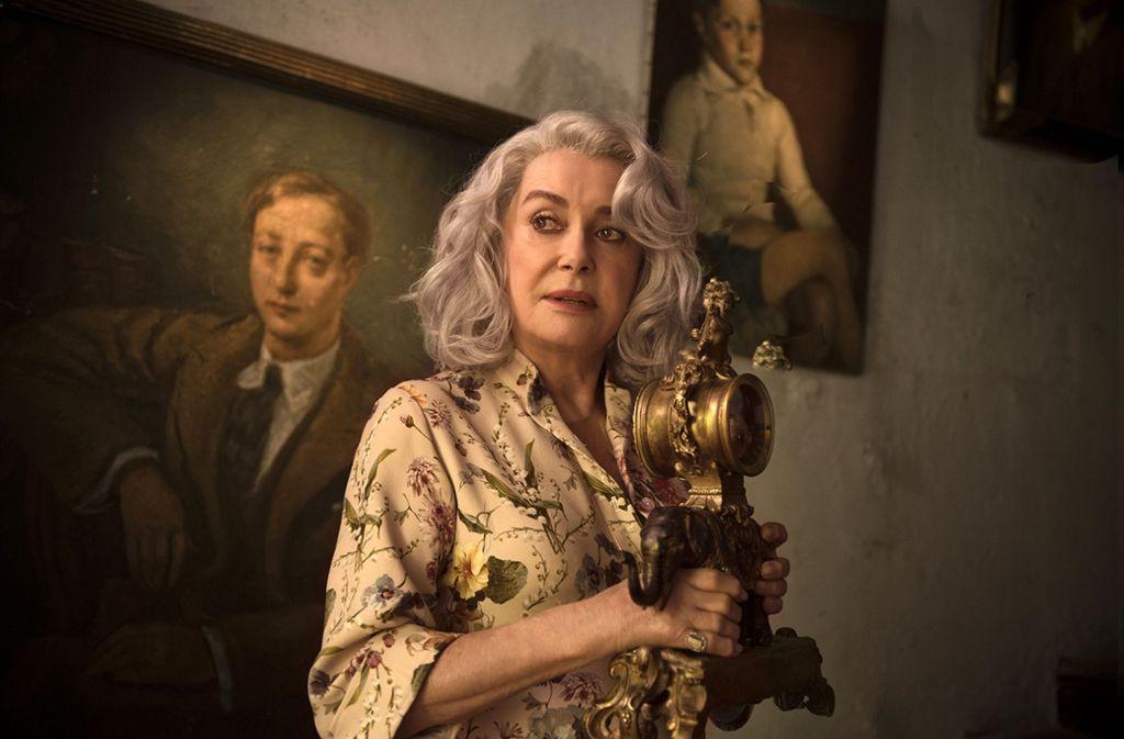 """Szenenbild aus """"Der Flohmarkt der Madame Claire"""" mit Catherine Deneuve Foto: Neue Visionen"""