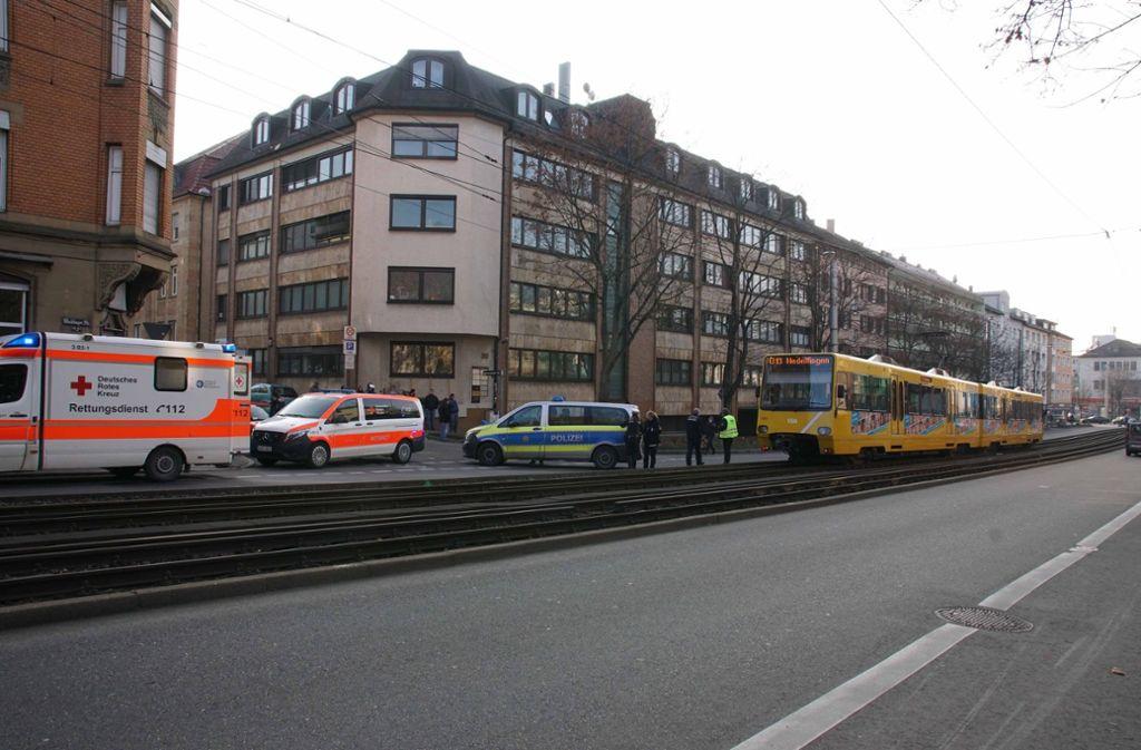 Der Fußgänger soll verletzt worden sein.  Foto: Andreas Rosar Fotoagentur-Stuttg