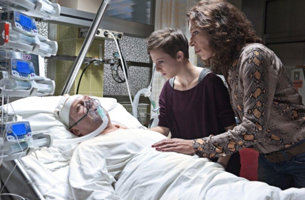 Als Chefinspektor Eisner (Harald Krassnitzer) im Krankenhaus aufwacht, hat er keine Erinnerung an den Kopfschuss. Foto: rbb Presse & Information