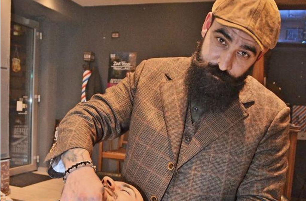 Er weiß, wie Bart geht: Der Stuttgarter Barbier Ioannis Chronakis über den perfekten Bart und der Suche nach echten Männern. Foto: Fatma Tetik