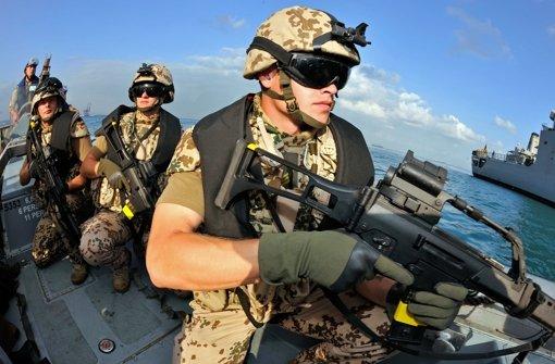 Die Bundeswehr soll künftig somalische Piraten auch an Land bekämpfen. Foto: dpa
