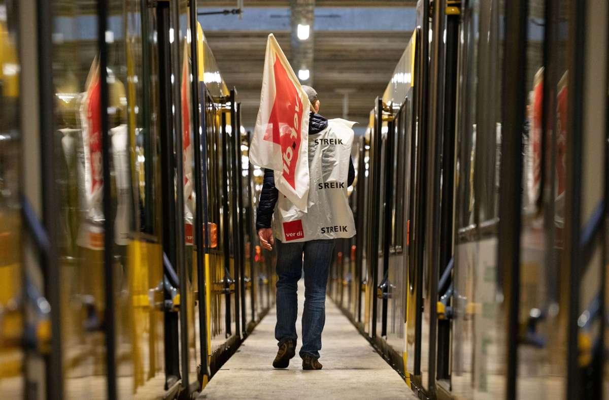 Am Donnerstag streiken die Mitarbeiterinnen und Mitarbeiter der Stuttgarter Straßenbahnen AG (SSB) erneut für einen Tag. Foto: dpa/Marijan Murat