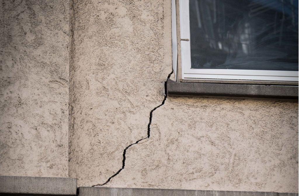 Die Risse in der Fassade an der Kernerstraße waren nicht mehr zu kitten. Foto: