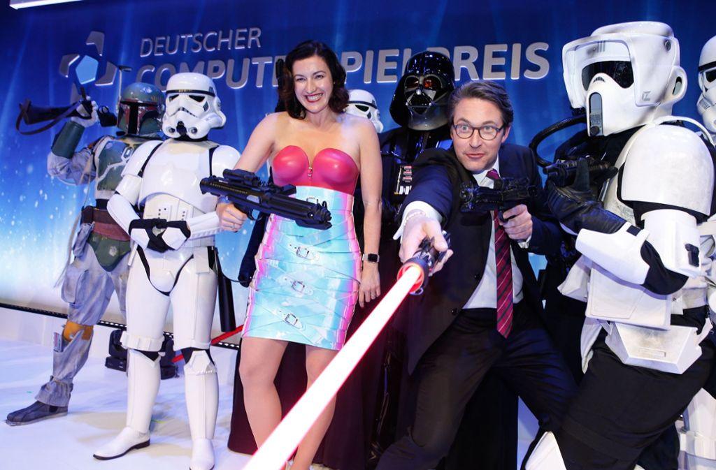 Dorothee Bär sorgte mit ihrem Latex-Outfit für Gesprächsstoff. Daneben Bundesverkehrsminister Andreas Scheuer. Foto: dpa-Zentralbild