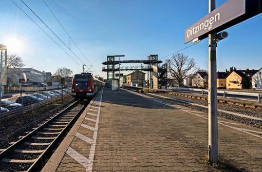Aufzug ermöglicht Übergang über die Gleise