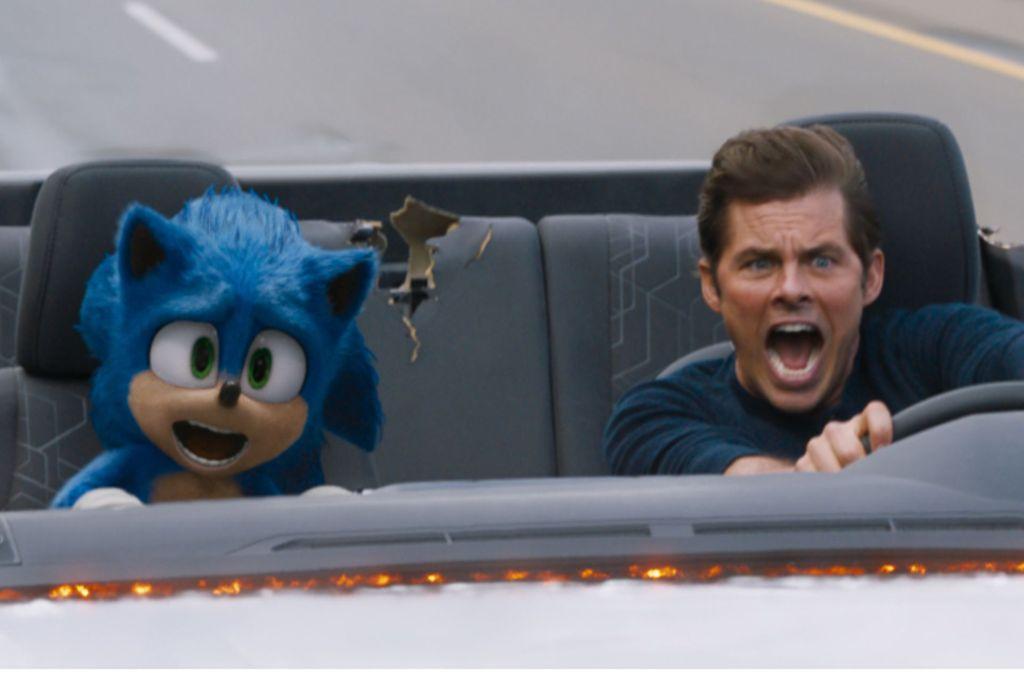 Sonic der Wunderigel und sein neuer Menschenkumpel (James Marsden) sind etwas zu schnell unterwegs. Foto: Paramount Pictures/Sega of America