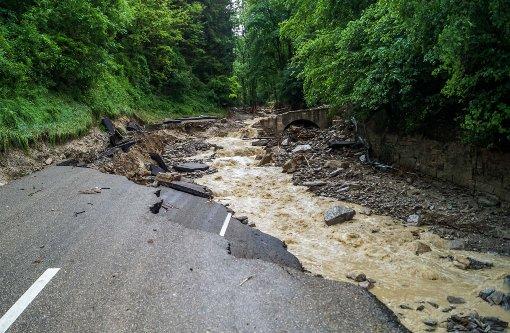 Autos, Bahnen, Schiffe – das Wasser hat viele gestoppt