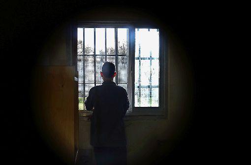 Nach Würgeattacke: Rentner muss hinter Gitter