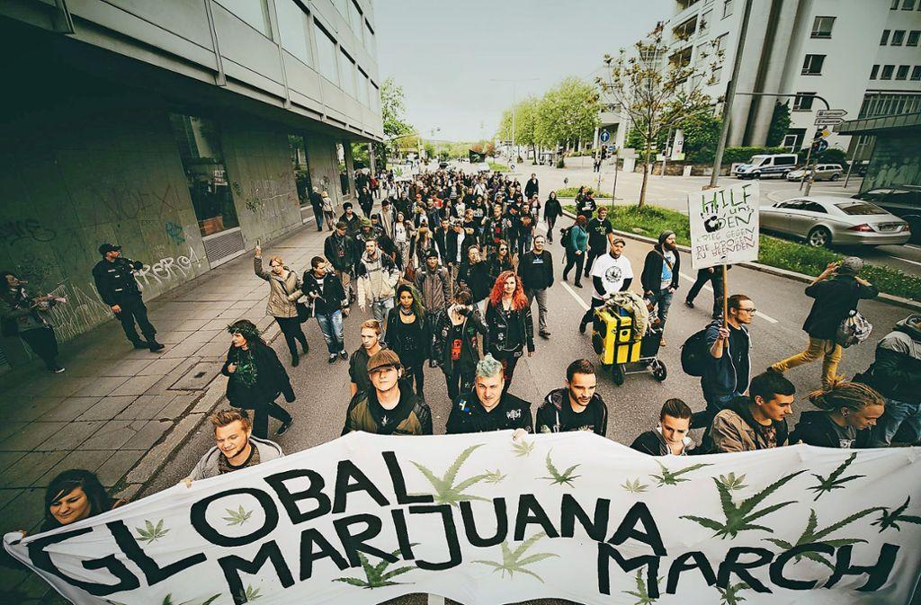 Auch in diesem Jahr hat in Stuttgart wieder ein  Global Marijuana March stattgefunden. Die teilnehmer demonstrieren für einen liberaleren Umgang mit der Rauschdroge. Foto: 7aktuell.de/Gerlach