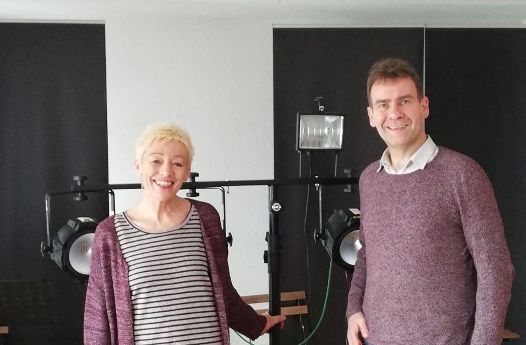 Sonja Kramer und Karlo Müller werden am 1. Februar in Heslach auf der Bühne stehen. Sie haben in einer Wohnung in Bad Cannstatt geprobt. Foto: Cedric Rehman
