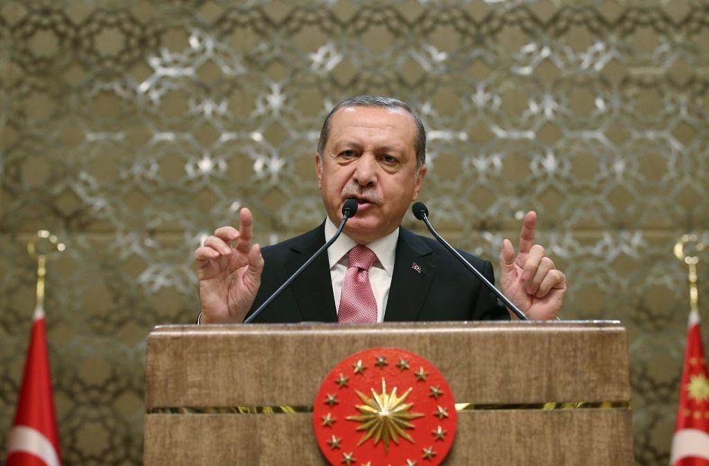 Mit seiner Unterschrift bestätigte Erdogan die Verfassungsänderung. Foto: Depo Photos/ZUMA Wire