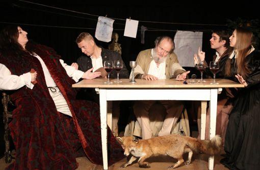 """Detaillierte Bühnenbilder gehören zur Inszenierung """"Leonardo – Doppelnatur"""" dazu. Das Theater Tri-Bühne spielt das Stück noch bis Ende April."""
