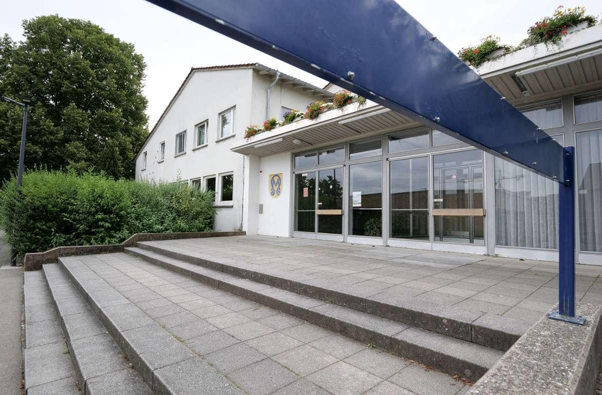 Die Albert-Buddenberg-Halle auf dem Schulareal (im Bild) ist ebenso sanierungsbedürftig wie die Sporthalle am Freizeitbad. Doch  nur Letztere hat eine Zukunft. Foto: factum/Simon Granville