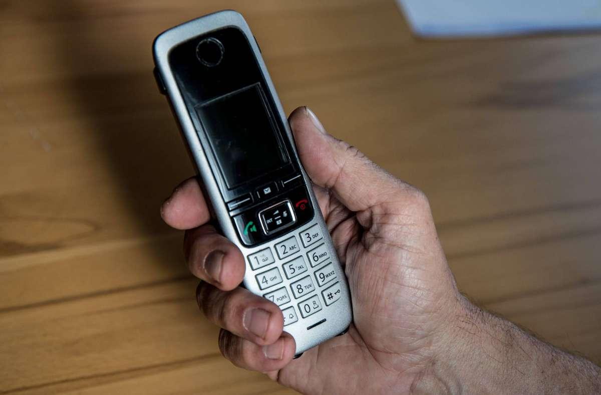 Bei Senioren häufen sich die dubiosen Anrufe – es drohen Betrug und Werbefallen. Foto: imago images/Fotostand/K. Schmitt