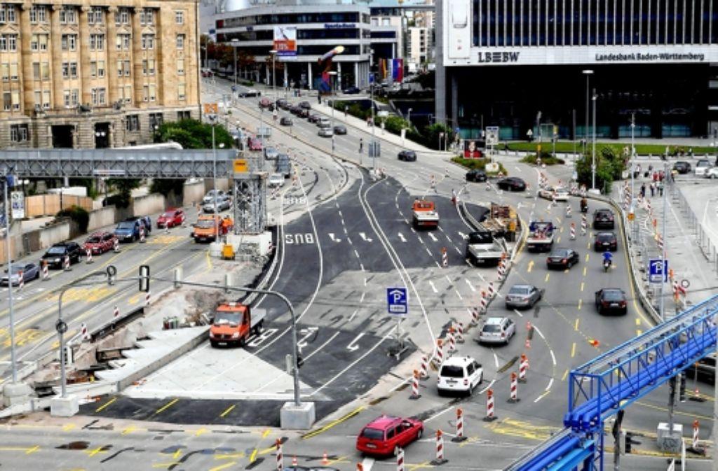 Die Kreuzung vor dem Hauptbahnhof hat sich abermals verändert. Foto: factum/Weise