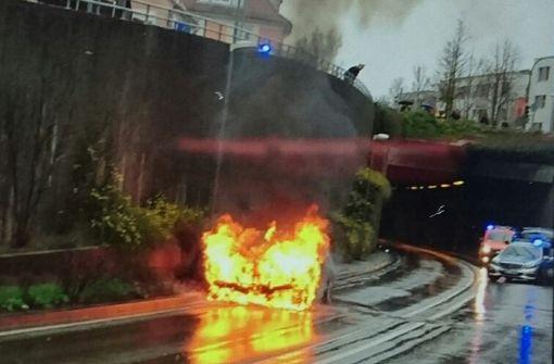 BMW brennt in Feuerbach
