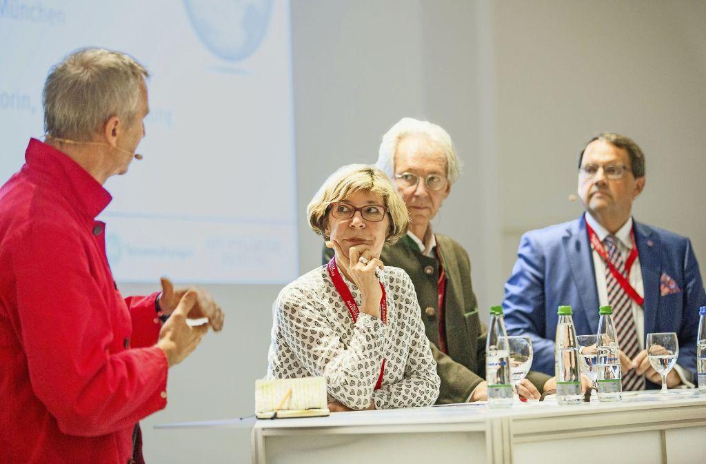 Im Gespräch: Architekt Jakob Dunkl, StZ-Redakteurin Hilke Lorenz, Stadtplaner Norbert Wendrich und Fonds-Manager Klaus Franken (v.l.) Foto: Lichtgut/Piechowski