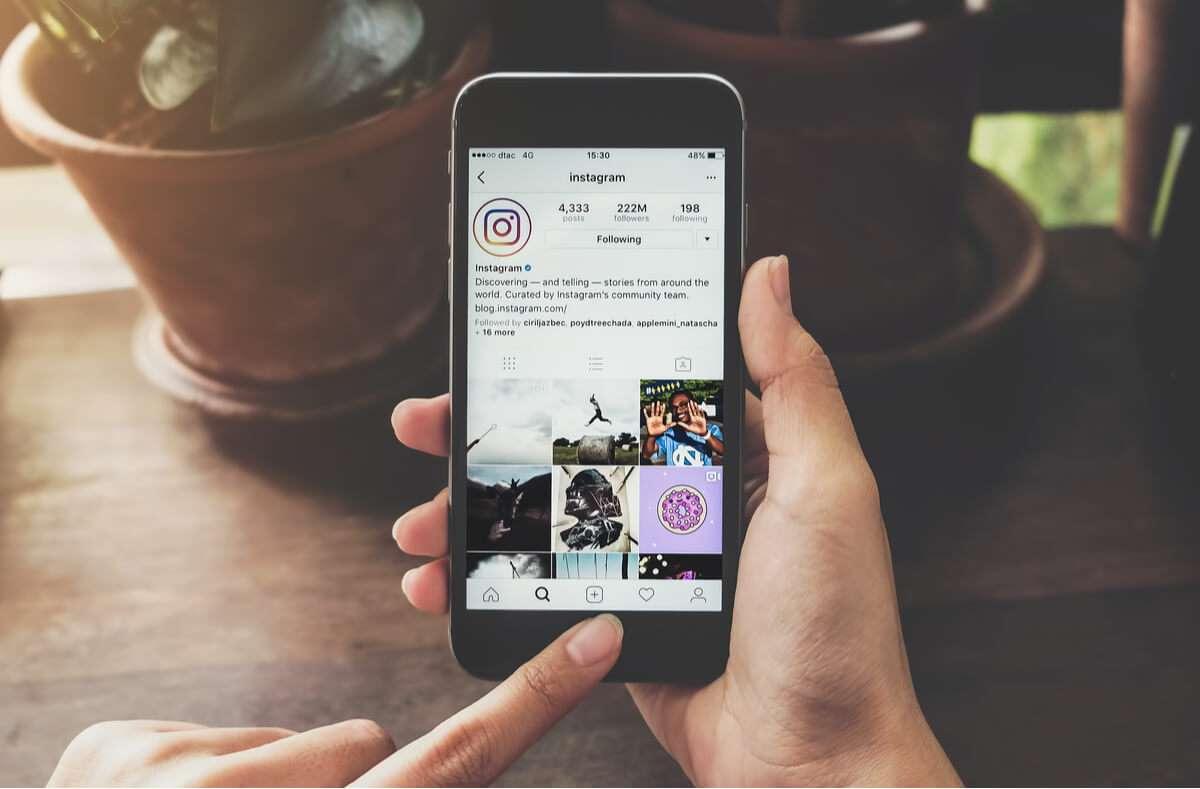 In diesem Artikel zeigen wir Ihnen, wie Sie in 4 einfachen Schritten Instagram Markierungen entfernen. Foto: Jirapong Manustrong / Shutterstock.com