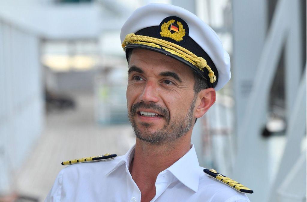 """Florian Silbereisen war seit seiner Ernennung ein umstrittener """"Traumschiff""""-Kapitän. Foto: dpa/Dirk Bartling"""