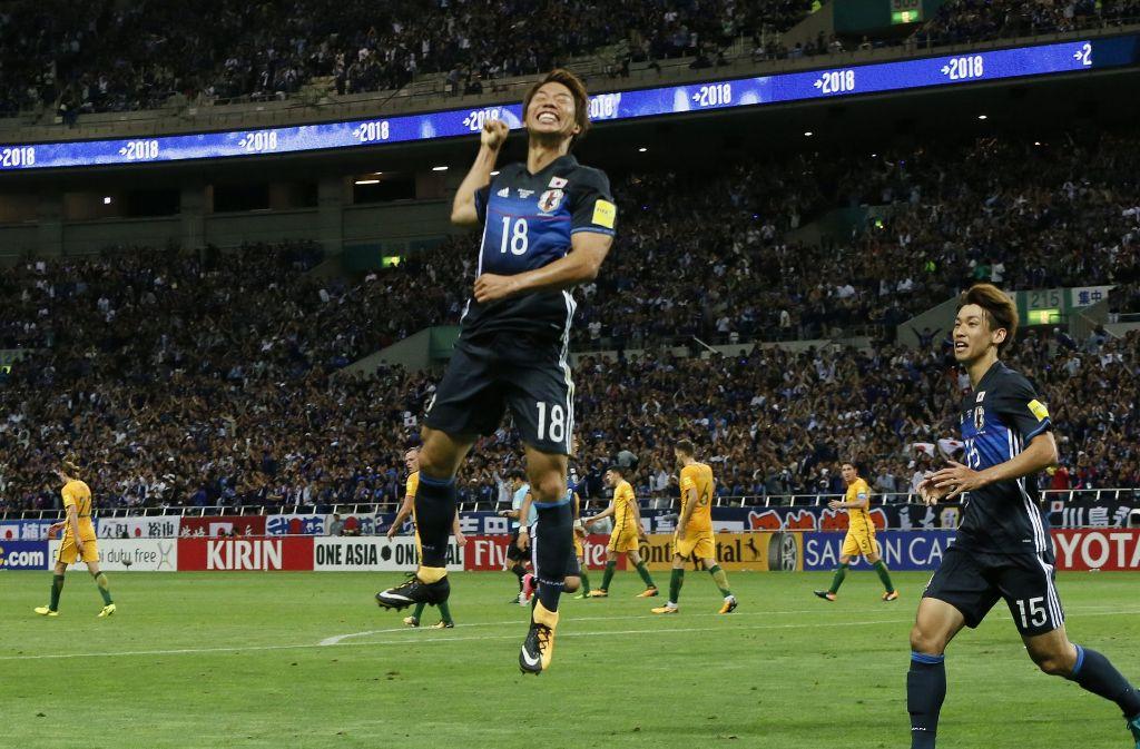 Takuma Asano vom VfB Stuttgart jubelt über seinen Treffer für Japan. Foto: AP