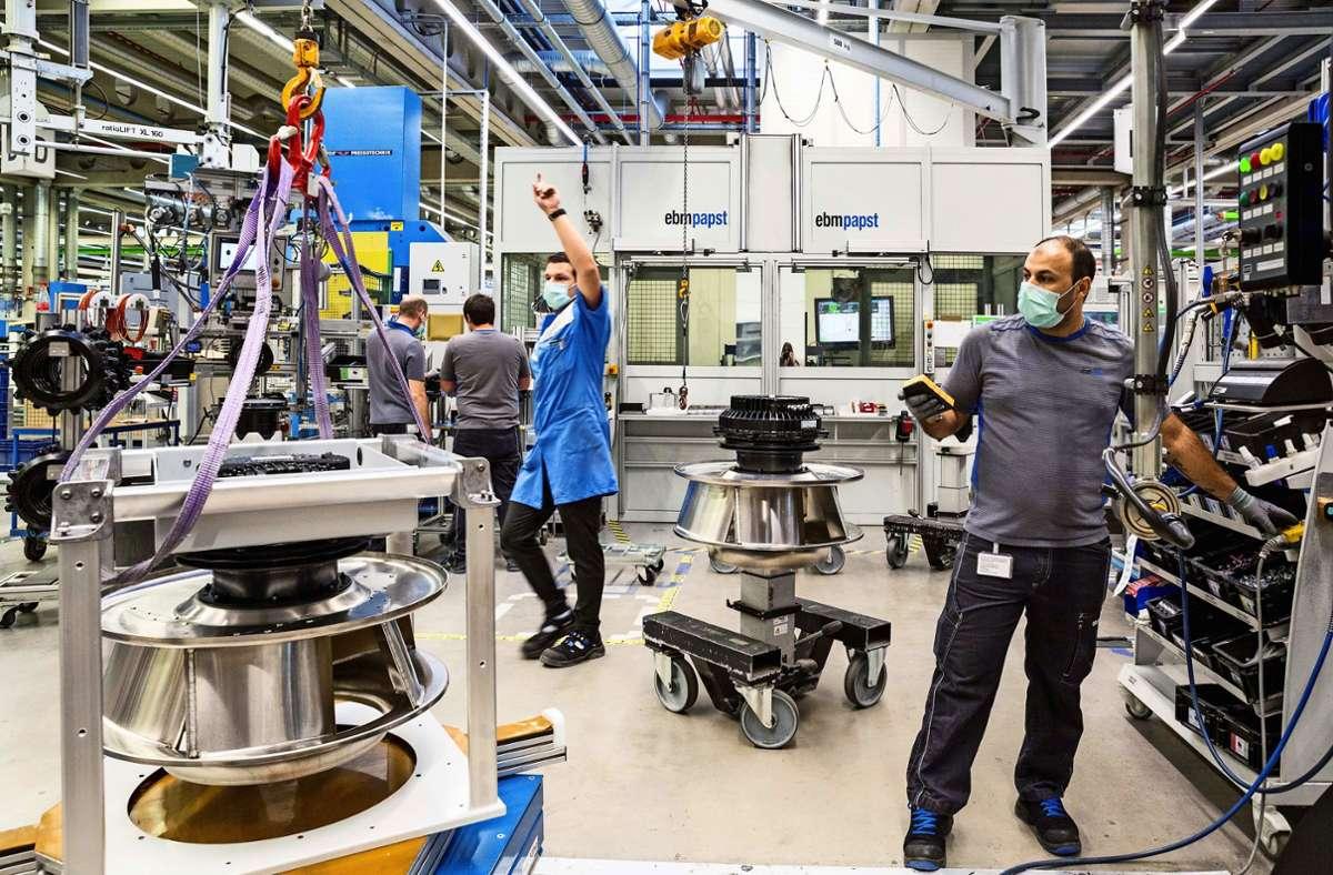 Der Schutz der Mitarbeiter steht im Fokus – auch in der Produktion in Mulfingen. Foto: Louisa Marie Summer