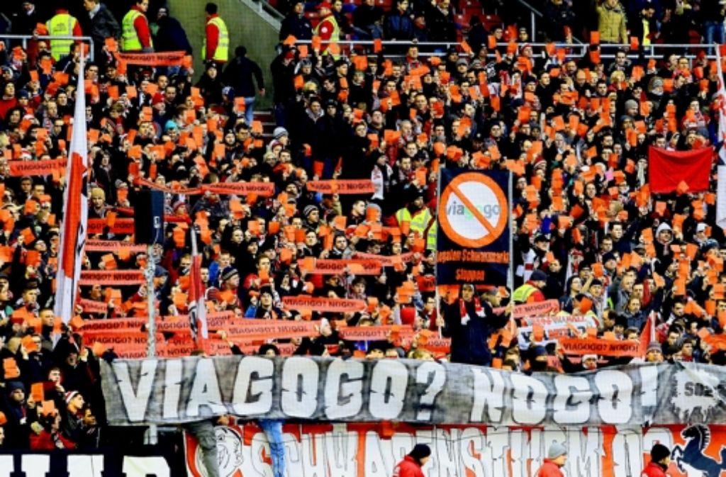 Bei den Fans des VfB Stuttgart hegt sich schon lange der Ärger gegen den Ticket-Anbieter Viagogo. Foto: Pressefoto Baumann