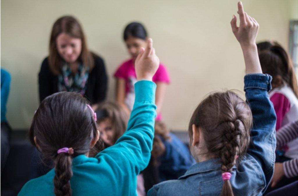 Experten fordern mehr Unterstützung für Lehrer im Umgang mit traumatisierten Kindern. Foto: dpa