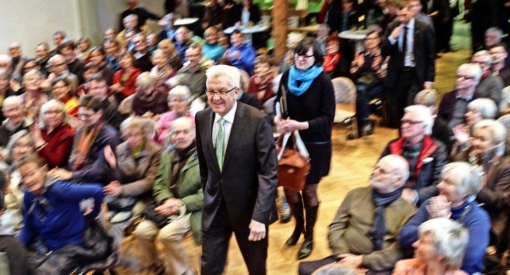 Einmarsch des Landesvaters: Winfried Kretschmann ist am Samstag in der Steinturnhalle zu Gast. Foto: factum/Bach