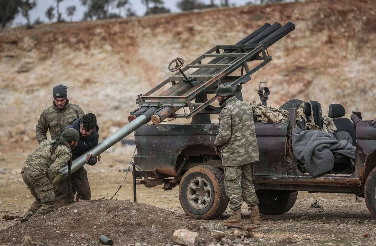Syrische Soldaten im Einsatz – darunter sind viele Wehrpflichtige. Foto: dpa/Anas Alkharboutli
