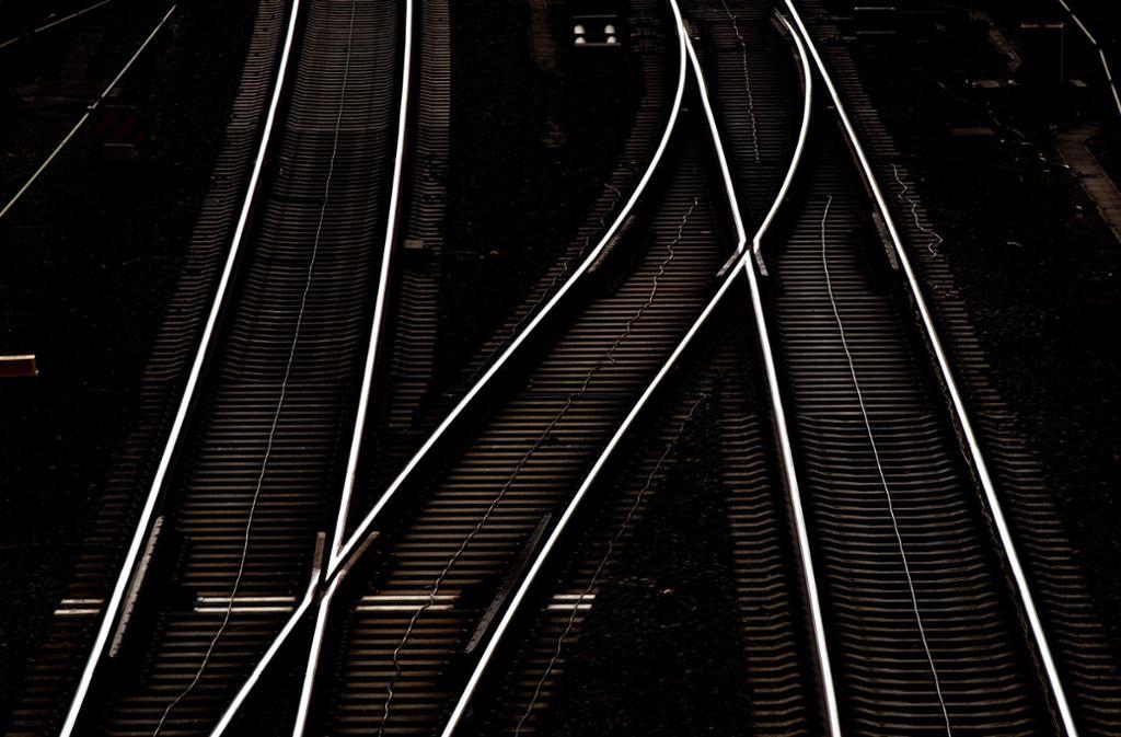Auf der Bahnverbindung Aalen-Stuttgart ist es zu einem tödlichen Unfall gekommen. (Symbolfoto) Foto: dpa