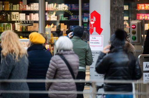 Erste Apotheken geben digitale Impfnachweise für Smartphone-Apps aus