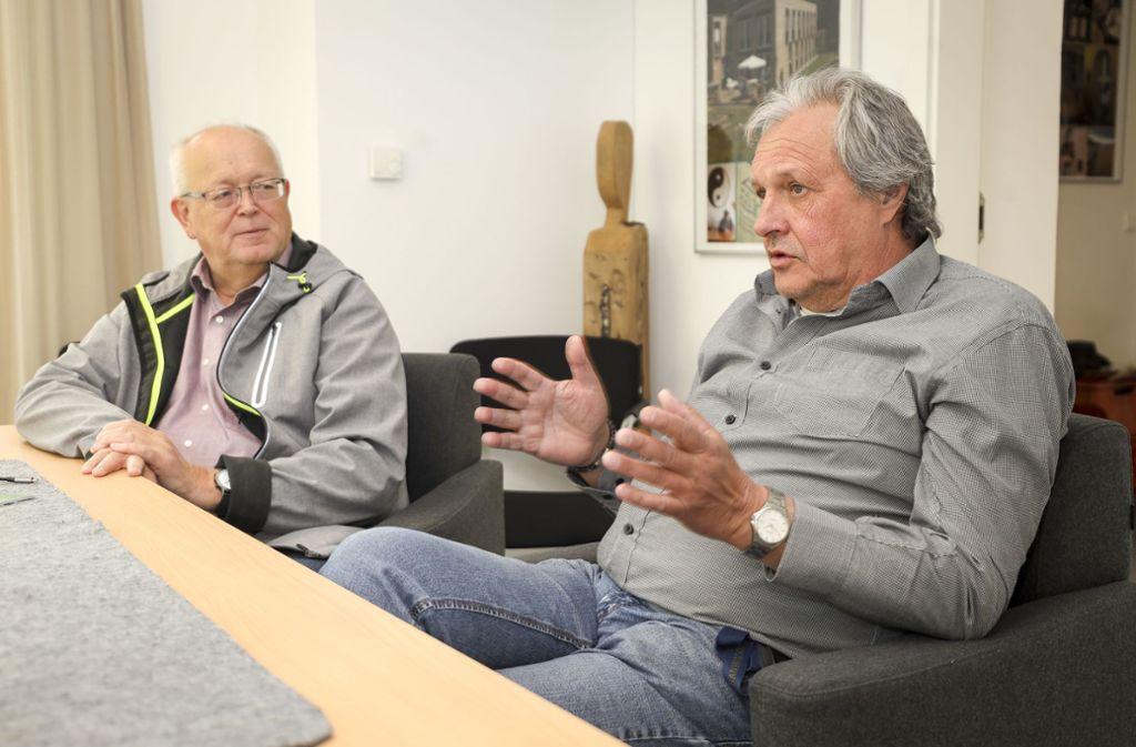 Hans Artschwager (links) und Martin Artschwager mussten sich etwas gegen den Lagerkoller einfallen lassen. Foto: factum/Simon Granville