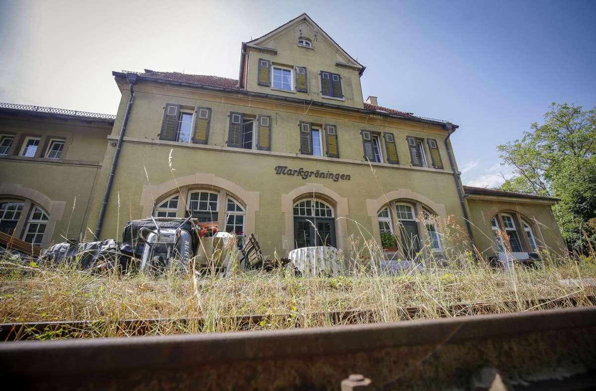 Soll reaktiviert werden: die Schienenstrecke nach Markgröningen mit dem alten Bahnhof Foto: factum//Simon Granville