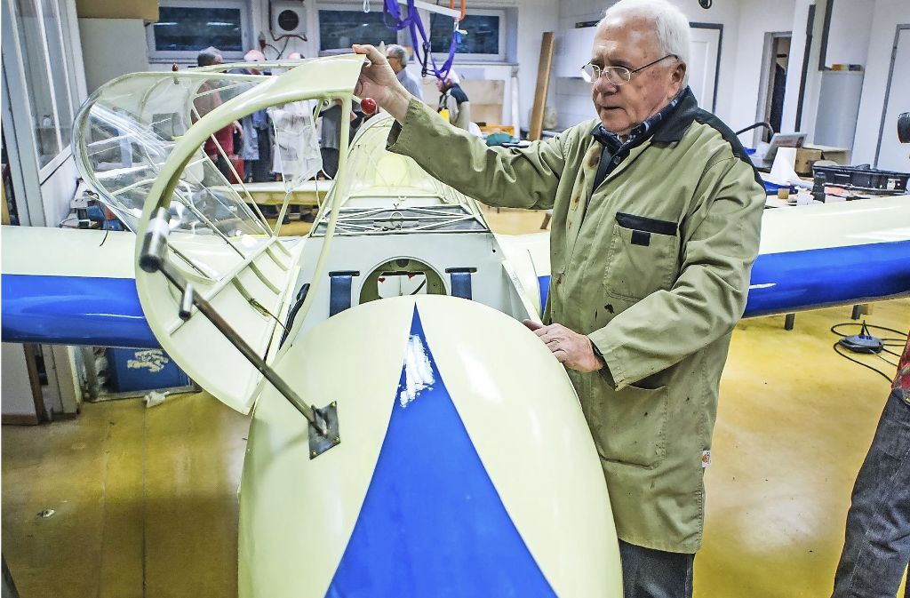Segelflieger Bernhard Fröschle mit dem Kranich Foto: Lichtgut/Max Kovalenko