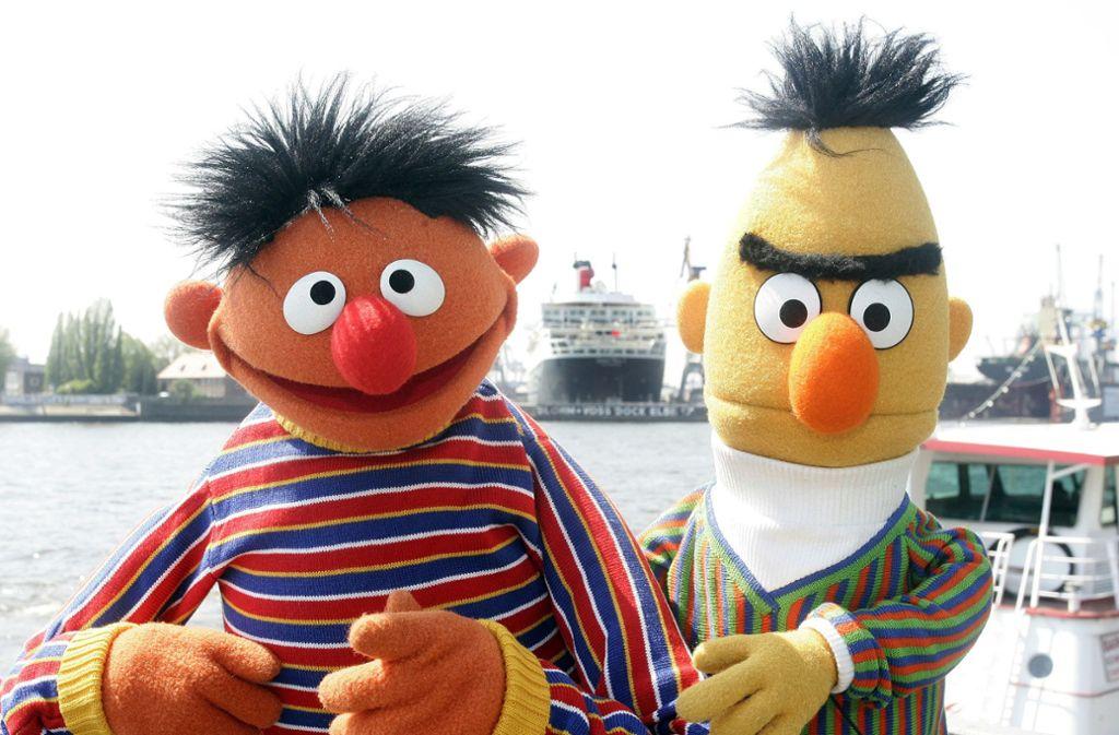 Seit 1969 leben Ernie und Bert in einer Art Wohngemeinschaft in der Sesamstraße. Sind sie auch ein Liebespaar? Foto: AP