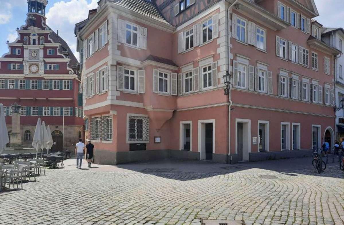 Direkt am Marktplatz: die neue Vinothek der Esslinger Weingärtner. Eine gute Location, um den Grauburgunder zu probieren. Foto: cf/Esslinger Weingärtner