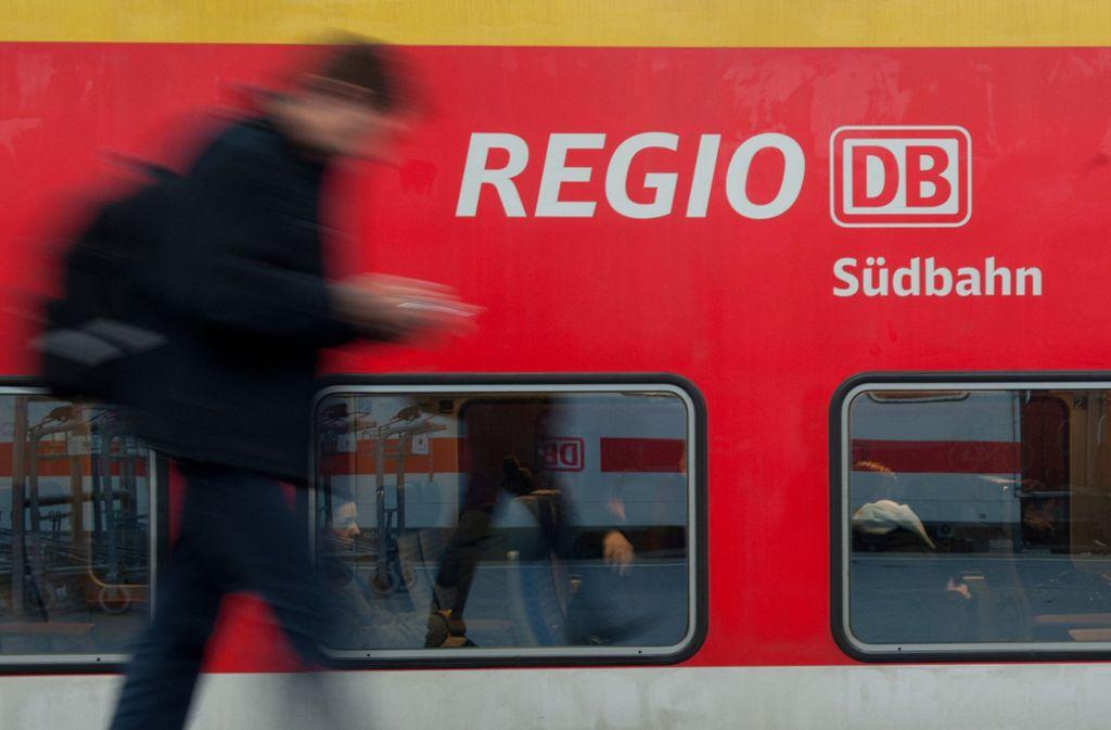 Eine Regionalbahn in Baden-Württemberg wurde Schauplatz einer Prügelei. Foto: dpa