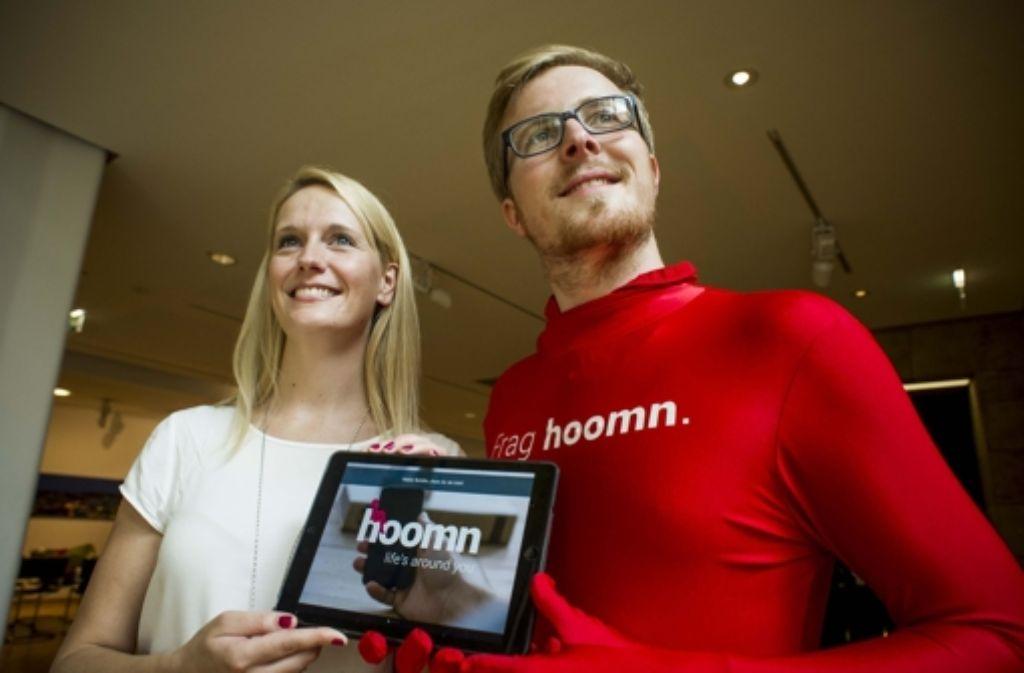 Für ihre neue App werben Lisa Wagner und Manuel Schulze. Foto: Lichtgut/Max Kovalenko