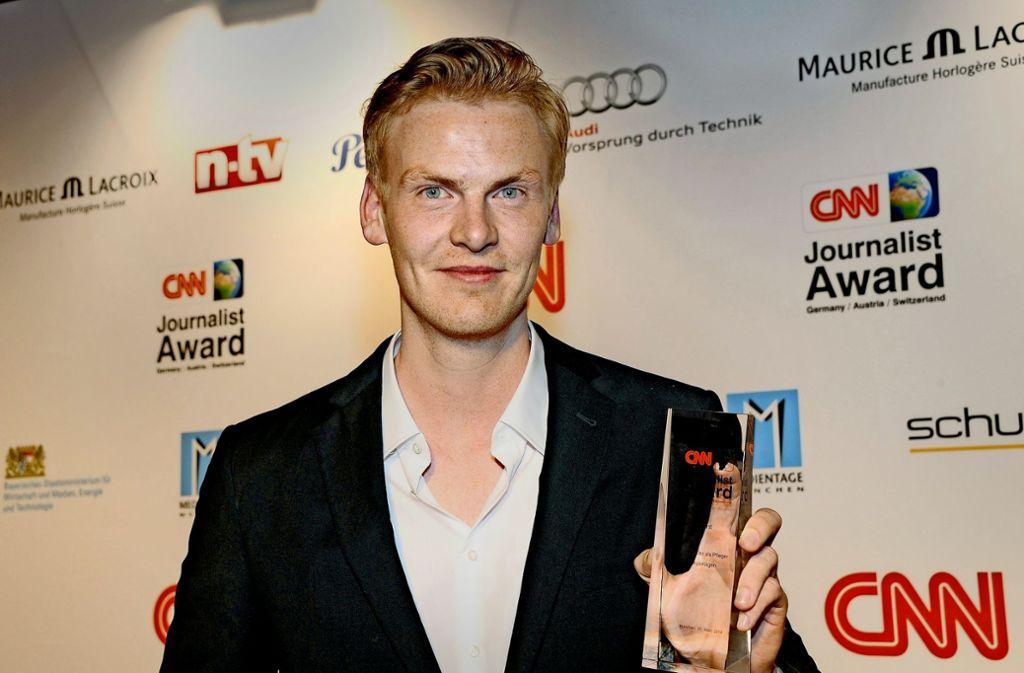 """Claas Relotius mit dem """"CNN-Journalist-Award"""". Seine Reporterpreise gab er am Donnerstag zurück. Foto: dpa"""