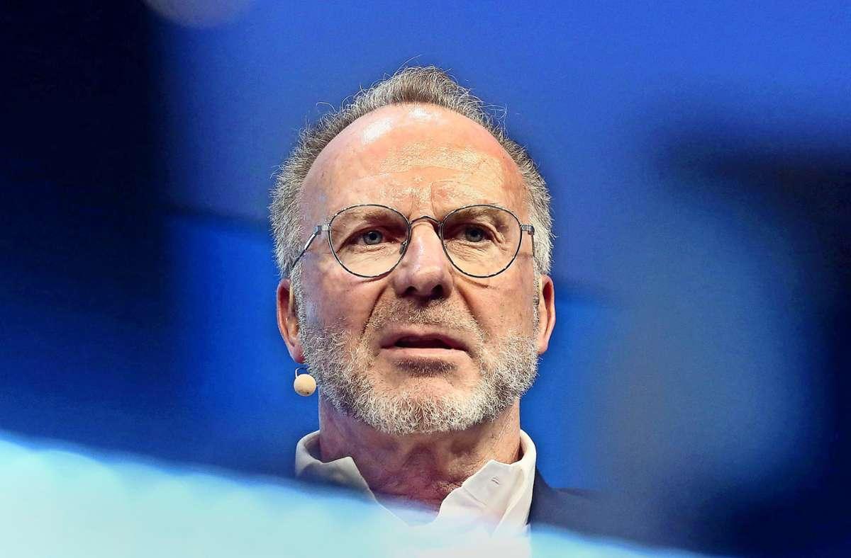 Karl-Heinz Rummenigge kündigte wegen der Rassismus-Vorwürfe gegen einen Mitarbeiter Konsequenzen an. (Archivbild) Foto: dpa/Roland Weihrauch