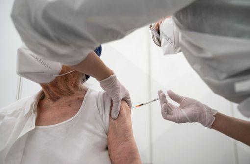 Corona-Impfung: Müssen Senioren ohne Internet länger warten?