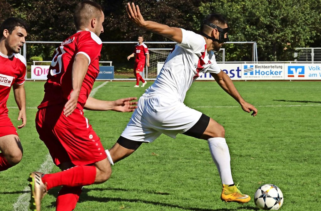 Der Fellbacher Oguz Dogan lässt sich nicht aufhalten und erzielt gegen den TSV Pfedelbach das Tor zum 3:2-Endstand. Foto: Patricia Sigerist