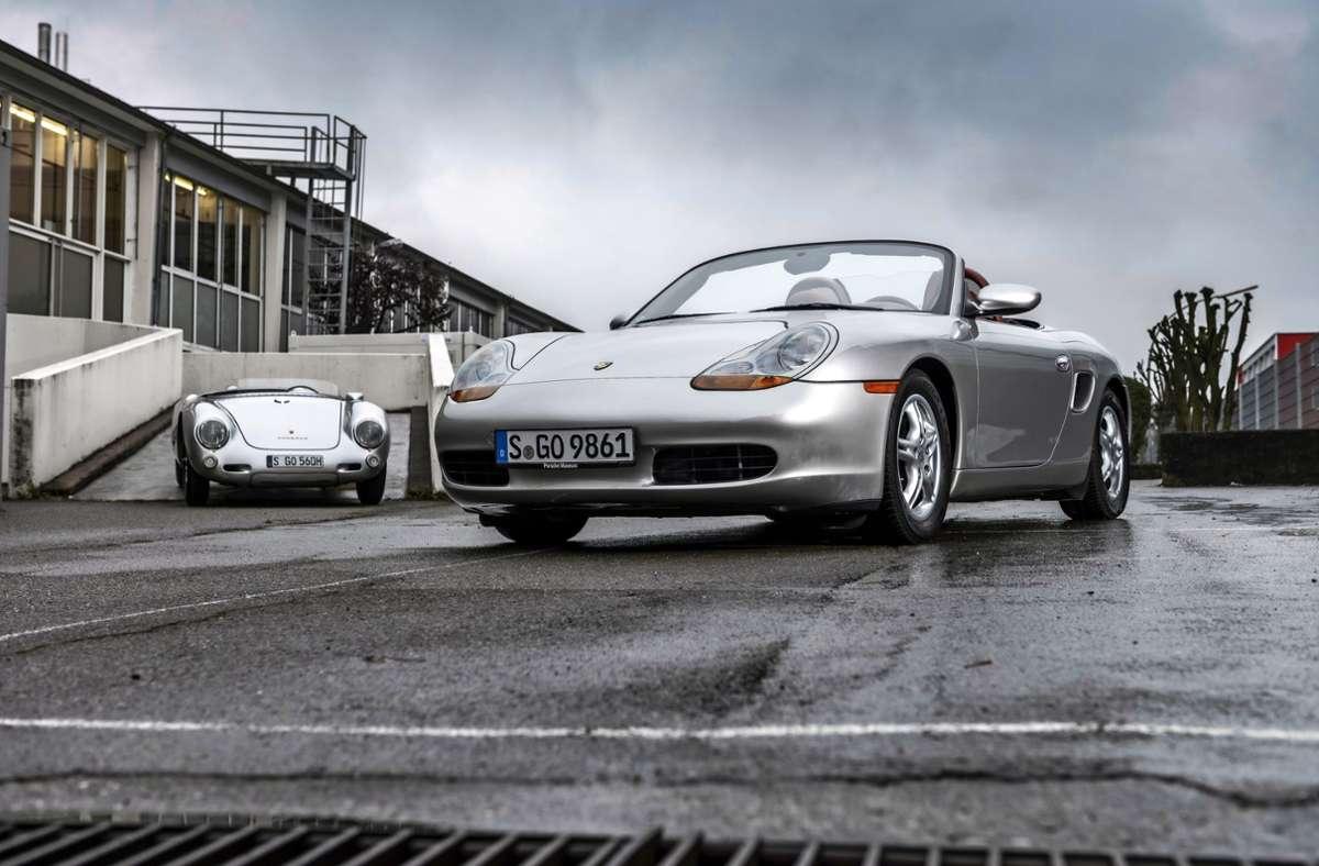 1996 kam der Boxster auf den Markt und verkaufte sich glänzend. Zum 25. Geburtstag bietet das Porsche-Museum  eine virtuelle Tour im Internet an. Foto: Porsche/cf