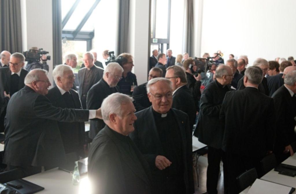 Mehr als 60 Bischöfe und Weihbischöfe versammelten sich am Montag in Münster, um aus ihrer Mitte einen neuen Vorsitzenden zu bestimmen. Foto: dpa