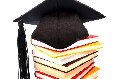 Die höheren akademischen Weihen sind nicht für alle gedacht, aber jeder zweite Bachelor soll den Master machen. Foto: Mauritius