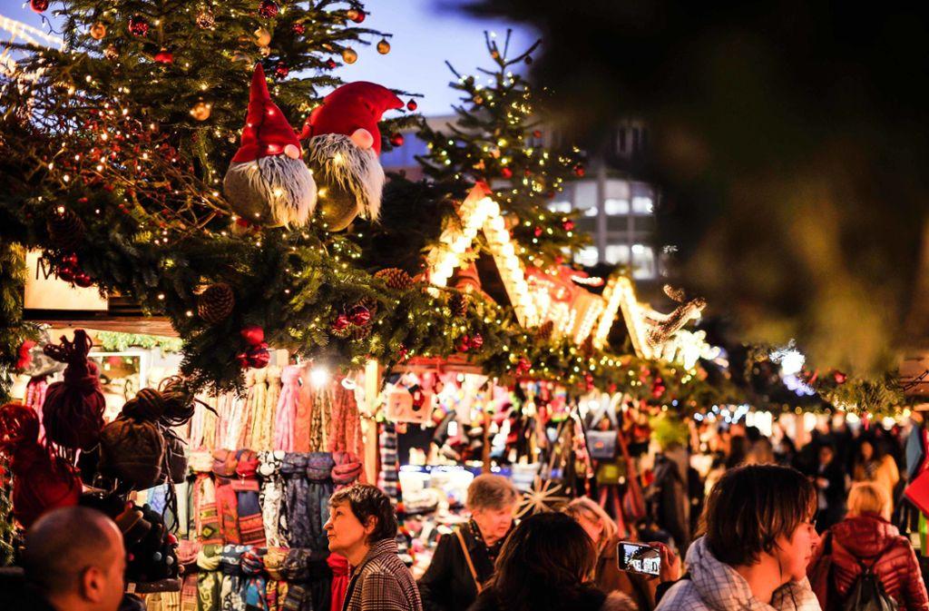 Am Montag wird auf dem Stuttgarter Weihnachtsmarkt der letzte Glühwein für dieses Jahr ausgeschenkt. Foto: Lichtgut/Max Kovalenko
