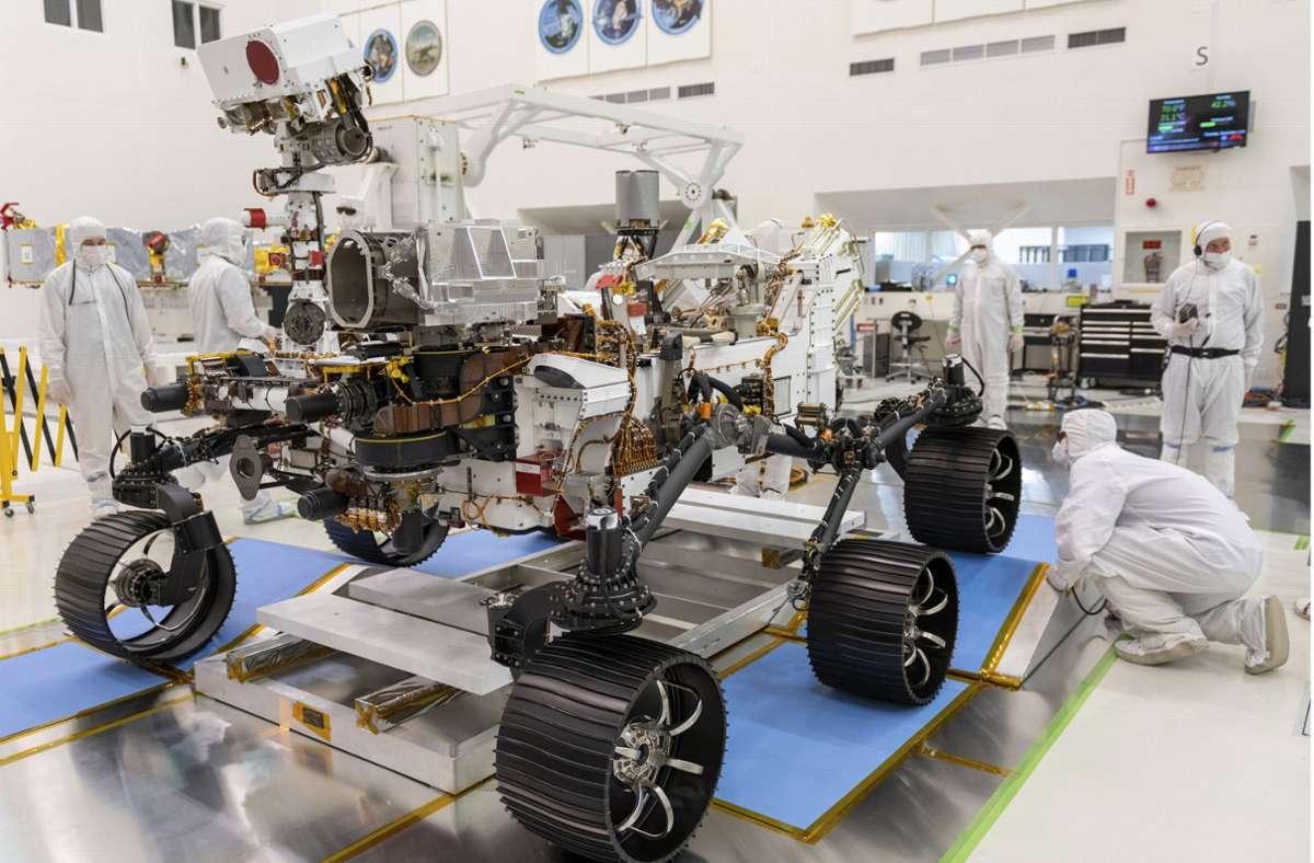 Ingenieure der Nasa beim ersten Fahrtest des Rovers Mars 2020 Perseverance Foto: dpa