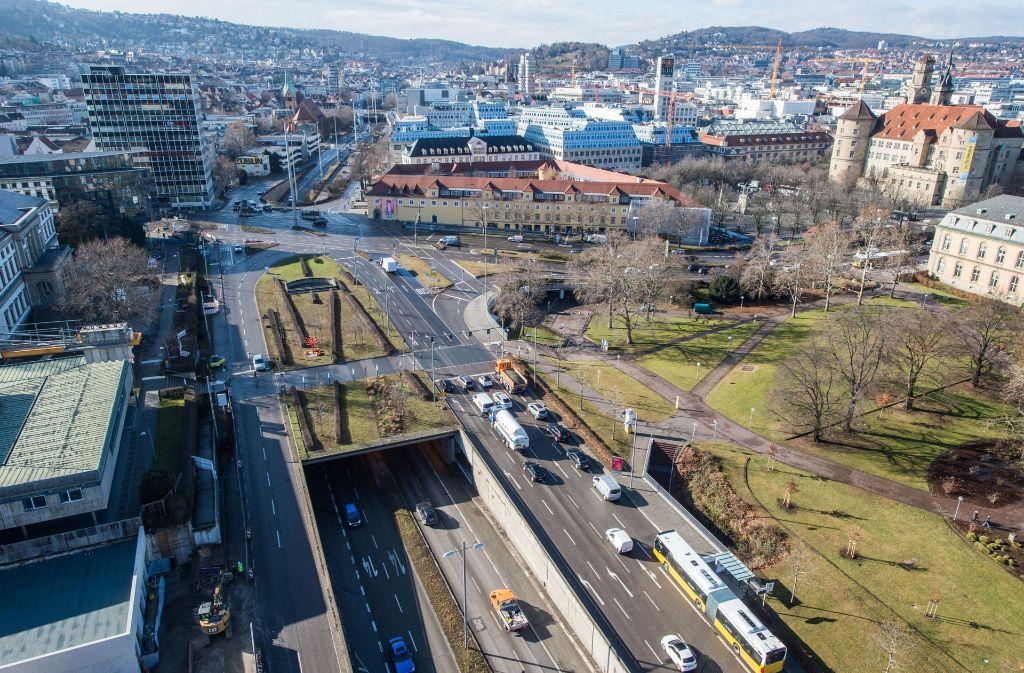 Asphaltschneise im Herzen der Stadt Stuttgart: die B 14 Foto: dpa